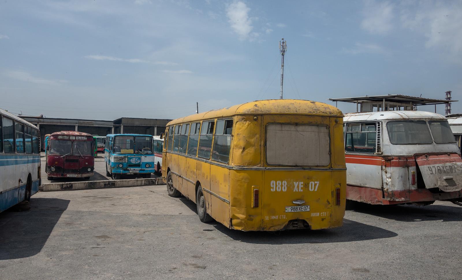 ЛиАЗ-677М #988 XE 07, ЛиАЗ-677М #963 XE 07, ЛАЗ-695Н #978 XE 07, Таджикистан-3205 №989 XE 07. Таджикістан, Турсунзаде